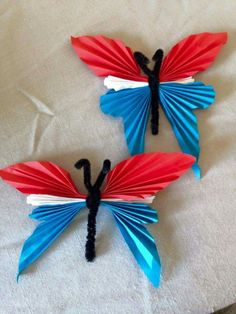 17. maisommerfugler Popsicle Stick Crafts, Craft Stick Crafts, Diy Crafts For Kids, Arts And Crafts, Paper Crafts, Patriotic Crafts, July Crafts, 17. Mai, Quilling