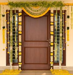 Door Flower Decoration, Mandir Decoration, Flower Decorations, Desi Wedding Decor, Wedding Stage Decorations, Cradle Ceremony, Janmashtami Decoration, Flower Garland Wedding, Housewarming Decorations