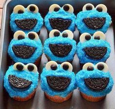 Cookie monster cupcakes :D Yummy Cookies, Yummy Treats, Sweet Treats, Cookie Monster Cupcakes, Cupcake Cookies, Cookie Cakes, Just Desserts, Delicious Desserts, Yummy Recipes