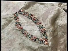 Saree Blouse Neck Designs, Simple Blouse Designs, Stylish Blouse Design, Neckline Designs, Dress Neck Designs, Bridal Blouse Designs, Designs For Dresses, Hand Embroidery Dress, Kurti Embroidery Design