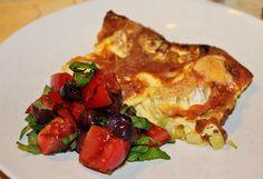 Muna-juustovuoka tomaattisalaatilla