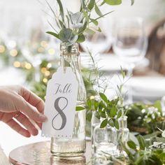 Les étiquettes blanches numéros de table
