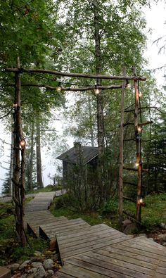 Led light set, easy way to illuminate this wooden gate. Outdoor Fun, Outdoor Spaces, Outdoor Living, Cottage Stairs, Lake Landscaping, Pergola, Backyard Lighting, Summer Dream, Cabins In The Woods