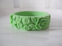 Vintage Style Green Lucite Raised Carved Flowers Bangle ....