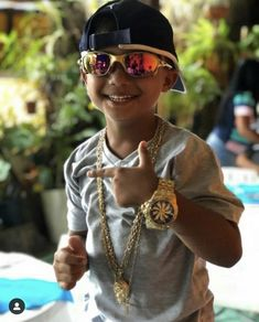 Favelas Brazil, Dad Survival Kit, Baby Boy, Dads, Haircut For Baby Girl, Kids Nowadays, Children Wallpaper, Trendy Baby, Mother And Baby