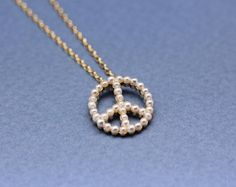 Peace sign with Pearl Pendaanr Necklace in Gold