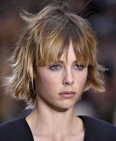 Il taglio shag con frangia e colpi di sole di Edie Campbell #haircut #hairstyle #bang #fringe #hairideas
