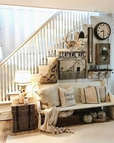 Awesome Modern Farmhouse Staircase Decor Ideas – Decorating Ideas - Home Decor Ideas and Tips Vintage Farmhouse Decor, Modern Farmhouse Decor, Farmhouse Style, Rustic Farmhouse, Farmhouse Design, French Farmhouse, Country Style, Farmhouse Stairs, Rustic Style