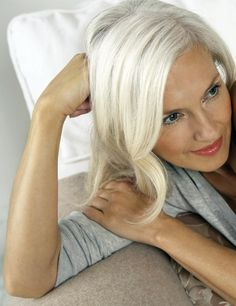 Find fresh & contemporary looks for over 50 on the board 'Age Defying Beauties' at Monica Hahn Photography Long Gray Hair, Silver Grey Hair, Silver Haired Beauties, Grey Hair Inspiration, Natural Hair Styles, Short Hair Styles, Ageless Beauty, Great Hair, Glamour