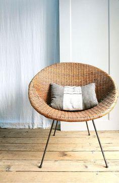 Vintage Mid Century Wicker Basket Chair / Local by ethanollie Wicker Table, Wicker Furniture, Home Furniture, Furniture Design, Wicker Dresser, Wicker Couch, Wicker Mirror, Wicker Planter, Wicker Shelf