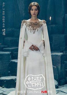 아스달 연대기 - Arthdal Chronicles (Part [September 2019 Couture Fashion, Hijab Fashion, Fashion Dresses, Wedding Outfits For Women, Kim Ji Won, Wedding Dress Sleeves, Beauty Full Girl, Curvy Outfits, Elegant Outfit