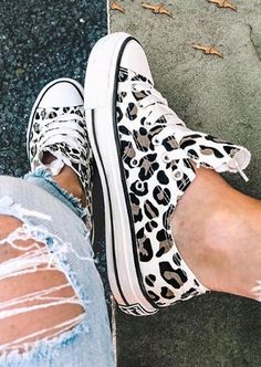 Leopard Printed Lace-Up Sneakers - Bellelily Cute Shoes, Me Too Shoes, Looks Adidas, Diy Vetement, Leopard Fashion, Girls Shoes, Ladies Shoes, Shoes Women, Fashion Clothes