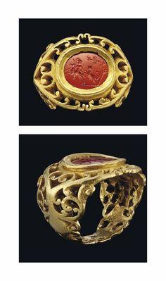 A ROMAN GOLD AND JASPER INTAGLIO RING - CIRCA 2ND-3RD CENTURY A.D. #GoldJewelleryItalian