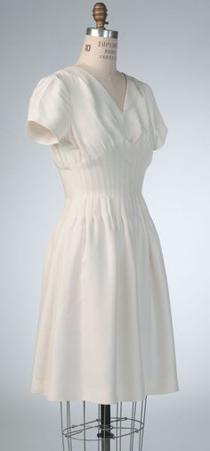 V9046 Vogue Pattern dress by Claire Shaeffer. #voguepatterns #sewingpattern