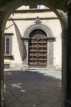 Palazzo Orsetti, portail.