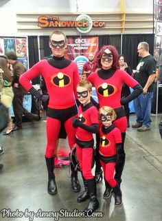 AMAZING Incredibles (Pixar) cosplay at Rose City Comicon in Portland. I love seeing families dress up together! Photo by AmeryStudios.Com