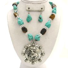 Bronc Horse Necklace... cute, but I'm sure it's to big and bulky for my exact taste. I like the looks of it though!