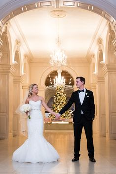 Winter Wedding Bliss -- Henry Ford Museum's beautiful Christmas tree adds the perfect touch to a Christmas wedding!