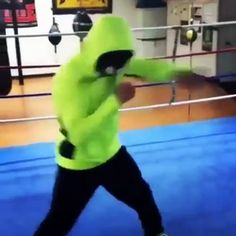 Quick-handed shadow boxing guy #workout #boxing https://panel.socialpilot.co/site/video/4zq7zX6ztnzt41N2zC2zJ0zO9zJnzf