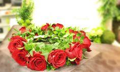 赤バラの花かんむり