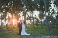 Thailand wedding photographer, bride and groom portraits in a palm tree field…