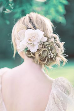 Romantic bridal updo with flower |  Charlotte Munro | Sanshine Photography