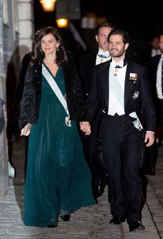How pretty was pregnant Princess Sofia's deep emerald #Viktoria #Chan gown?   #suede #sweden #prince   #crown #royalty #sofia #carl