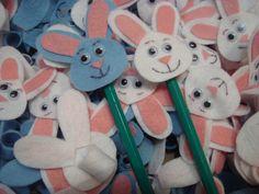 Lápis com ponteira de coelho para comemorar a Páscoa! Visite nosso blog: portfolioideias.wordpress.com