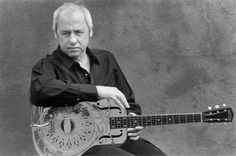 Listen to music from Mark Knopfler like What It Is, Sailing to Philadelphia & more. Find the latest tracks, albums, and images from Mark Knopfler. Music Film, Music Icon, Pop Music, Mark Knopfler, Money For Nothing, Rock Videos, Dire Straits, Brothers In Arms, Guitar Collection
