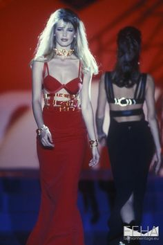Claudia Schiffer for Gianni Versace, Spring-Summer Couture Fashion Week, Look Fashion, 90s Fashion, Runway Fashion, Fashion Models, High Fashion, Fashion Show, Vintage Fashion, Fashion Outfits