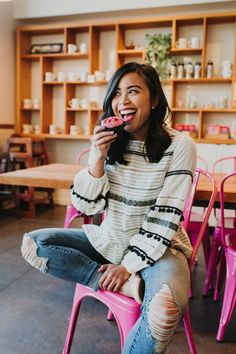 How to Find Brands to Work With as a Microinfluencer - Emma's Edition Poses For Men, Poses For Pictures, Food Pictures, Food Pics, Style Photoshoot, Photoshoot Inspiration, Photoshoot Ideas, Girl Photo Poses, Girl Poses