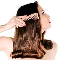 Если расчесывать волосы с эфирными маслами