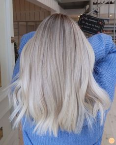 To Blonde Virgin Hair Hair Colors - Cabello Rubio Ice Blonde Hair, Blonde Hair Looks, Brown Blonde Hair, Platinum Blonde Hair, Hair Color For Black Hair, Blonde Short Hair, Cool Toned Blonde Hair, Summer Blonde Hair, Winter Blonde
