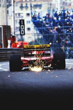 Jean Alesi, Ferrari, Monaco 1992  N.B. : We do see very well the ill-fated, but very innovative concept of the double-floor scraping the monegasque pavement in this very moment