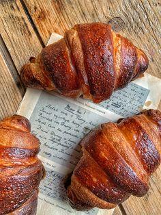 Croissant z kvásku - Nelkafood s láskou ku kvásku Croissants, Banana Bread, Food And Drink, Desserts, Tailgate Desserts, Deserts, Crescents, Crescent Roll, Postres
