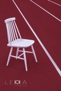"""Krzesło """"patyczak"""" z lat 70tych. Produkowane w Fabrykce Mebli Fameg w Radomsku. Renowacja: LEKKA furniture"""