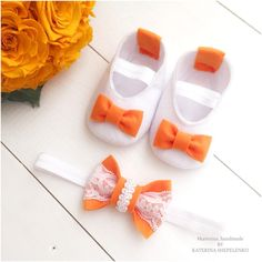 Набор пинетки из фетра белые и повязка оранжевые бантики