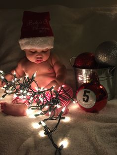 First Christmas Monthly Baby Photos, Baby Boy Photos, Cute Baby Pictures, Newborn Pictures, Baby Christmas Photos, Newborn Christmas, 1st Christmas, Xmas, Foto Baby