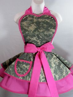 pink and Camo apron...i would totally try to cook if i had this :)