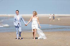 Zomerse bruiloft van Lex & Simone in Sliedrecht en strand Monster. Foto: Arno Hoogwerf