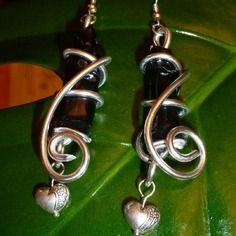 Élégantes boucles d'oreilles en capsules nespresso noires et fil d'aluminium