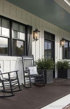 Nice 110 Best Farmhouse Porch Decor Ideas https://roomadness.com/2018/01/30/110-best-farmhouse-porch-decor-ideas/ #farmhousedecor
