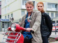 Devid Striesow als Kommissar Stellbrink und Elisabeth Brück als Kommissarin Lisa Marx