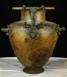 Hydria. 6th.century. B.C.E. Greek. bronze. National Archaeological Museum. Paestum.