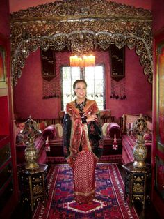 AT HOME WITH FASHION DESIGNER SUE WONG