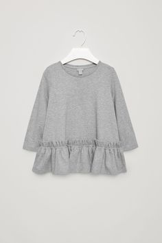 Designed with a ruched hemline, this top is made from a soft cotton jersey. An A-line fit, it is completed with a ribbed round neckline, long sleeves and double-stitched finishes.