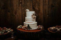 white wedding nake cake