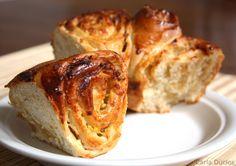 Deliciosa rosca de maçã com sabor suave perfeita para servir acompanhada de um chá ou café.