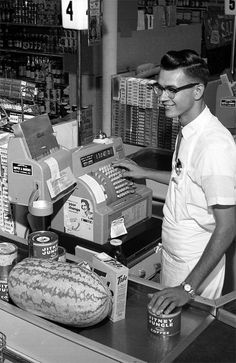 Jitney Jungle checkout clerk Billy Barineau - Tallahassee    Date: July 23, 1962