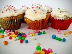 Muffins zur Karnevalszeit. Funfetti Cupcakes mit Vanilla Frosting